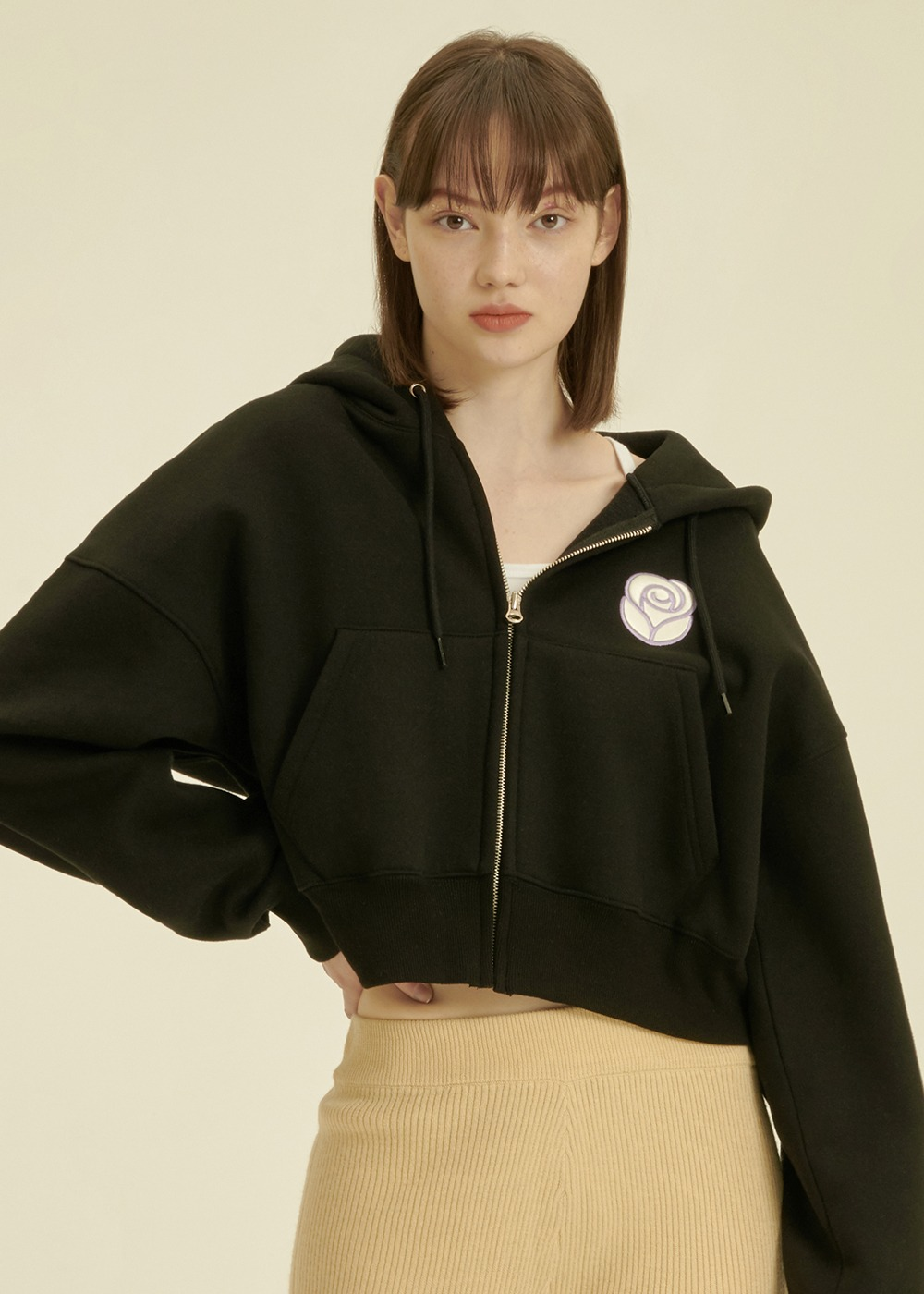 Essential Rose Crop Hoodie Zipup [BLACK]Essential Rose Crop Hoodie Zipup [BLACK]자체브랜드